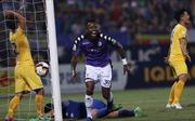 Samson lập cú đúp, Hà Nội FC vô địch V-League sớm 5 vòng đấu