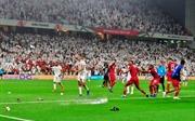 AFC Asian Cup 2019: UAE nhận án phạt nặng khi để CĐV ném giày dép, chai nước xuống các cầu thủ Qatar