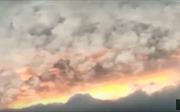 'Mây lửa' rực cháy như ngày tận thế trên bầu trời Ấn Độ
