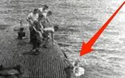 Khoảnh khắc ông George H.W. Bush được Hải quân Mỹ cứu từ dưới biển