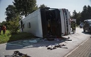 Lật xe chở khách du lịch ở vùng núi, ít nhất 36 người thương vong