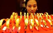 Giá vàng tại châu Á giao dịch ở gần ngưỡng 1.300 USD/ounce