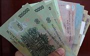 Vợ chồng người Mông trả lại gần 27 triệu đồng nhặt được trên đường