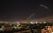 Phòng không Syria hai đêm thức trắng đánh chặn 'vật thể phát sáng' từ Israel