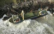 Bão Dennis cuốn 'tàu ma' vào bờ biển Ireland sau hơn 1 năm mất tích