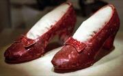 Tìm thấy đôi dép huyền thoại trong phim 'Phù thủy xứ Oz'sau hơn 10 năm bị đánh cắp