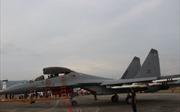 Cận cảnh các máy bay chiến đấu chuẩn bị cho triển lãm hàng không lớn nhất khu vực