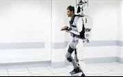 Bị liệt nửa người có thể bước đi trở lại nhờ hệ thống robot