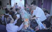 Đưa Tết đến với bà con Việt kiều và người Campuchia nghèo ở Phnom Penh