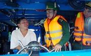 Người lính trẻ làm 'phao cứu sinh' trên biển