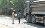 Quảng Bình: Giải quyết bức xúc do 'sống chung với bụi và xe quá tải băm nát đường'