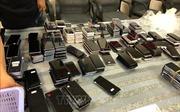 Hải quan Tân Sơn Nhất bắt giữ lô hàng trên 400 điện thoại chuyển qua đường hàng không