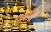 Giá vàng châu Á tăng lên mức cao nhất trong hơn 6 năm