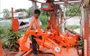 Người thợ cơ khí Đồng Tháp Mười sáng tạo chiếc máy đắp bờ hữu dụng