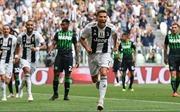 Ngày Ronaldo bùng nổ bằng một bàn thắng... khác thường