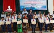 Trao 110 suất học bổng Vừ A Dính cho học sinh Phú Yên