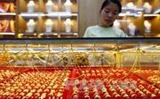 Giá vàng châu Á giảm xuống mức thấp nhất trong một tuần