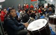 Cổ động viên Thủ đô hừng hực khí thế để 'tiếp lửa' cho đội tuyển Việt Nam