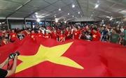 Cổ động viên đến sớm, tiếp sức cho đội tuyển Việt Nam