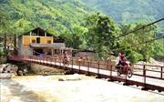 Bàn giao cầu treo mới cho người dân vùng lũ Bản Hồ
