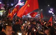 Cổ động viên khóc òa khi Việt Nam chiến thắng Jordan trên chấm luân lưu
