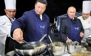 Video Tổng thống Putin cùng ông Tập Cận Bình vào bếp làm bánh