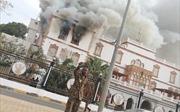 Video Dinh Tổng thống Sudan cháy, khói bốc mù mịt