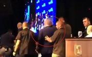 Thủ tướng Israel được sơ tán khẩn cấp khỏi sân khấu vì báo động tên lửa