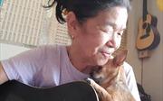 Cụ bà hát tình ca bên chú Chihuahua trở thành ngôi sao Internet