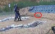 Học viên Hải quân Trung Quốc ném chệch hướng khiến lựu đạn lăn trở lại phát nổ