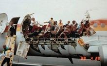 Sự cố máy bay Mỹ bung nóc giữa trời, tiếp viên bị cuốn mất tích