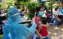 TP Hồ Chí Minh tiêm vaccine COVID-19 lưu động tại 'vùng đỏ' để mở rộng 'vùng xanh'