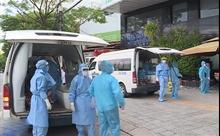 Lực lượng vận chuyển các bệnh nhận mắc COVID-19