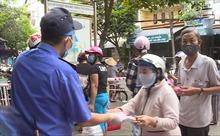 Từ tâm điểm Đà Nẵng: Đi chợ tem phiếu thời COVID-19