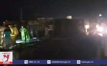 Lật xe khách giường nằm, 17 người bị thương