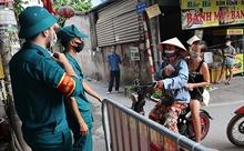 Hà Nội: Người dân quận Tây Hồ đi chợ luân phiên theo phiếu