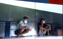 Xử phạt 2 thanh niên trốn trong thùng xe tải, trốn khai báo y tế