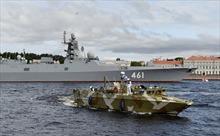 Video tàu ngầm hạt nhân, tàu chiến Nga phô diễn sức mạnh trong Ngày Hải quân