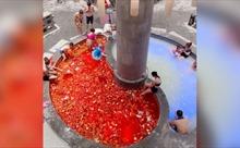 Tắm suối khoáng 'nồi lẩu' ở Trung Quốc