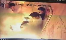 Video xe đạp điện nổ giữa thang máy kín người gây báo động an toàn