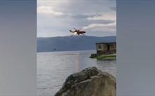 Trực thăng cứu hỏa bốc cháy, rơi xuống hồ nước tại Trung Quốc