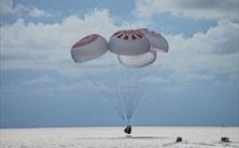 Video tàu vũ trụ SpaceX chở toàn dân thường hạ cánh xuống Đại Tây Dương