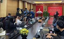 Công an quận Thanh Xuân thông tin về thời điểm bé gái rơi từ tầng 13 xuống