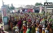 Hàng nghìn người tham dự lễ cầu nguyện 'diệt trừ' COVID-19 tại Ấn Độ bất chấp cảnh báo