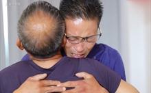 Cảm động người đàn ông mất trí nhớ suốt 13 năm đoàn tụ cùng gia đình