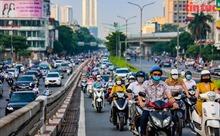 Phố phường Hà Nội nhộn nhịp trong ngày đầu nới lỏng giãn cách
