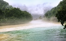 Nước sông mùa lũ ngả 2 màu nêu bật tầm quan trọng bảo vệ rừng