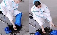 Mồ hôi trút ào thành vũng từ bộ đồ bảo hộ của nữ nhân viên y tế