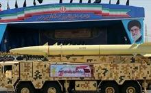 Iran trình làng hàng chục mẫu tên lửa tự sản xuất trong lễ duyệt binh thường niên