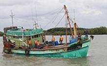Bắt giữ tàu cá đánh bắt hải sản trái quy định IUU trên vùng biển Tây Nam